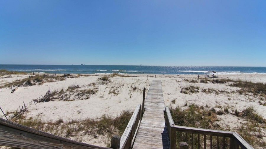 Vacation rental in Gulf Shores that has direct beach access
