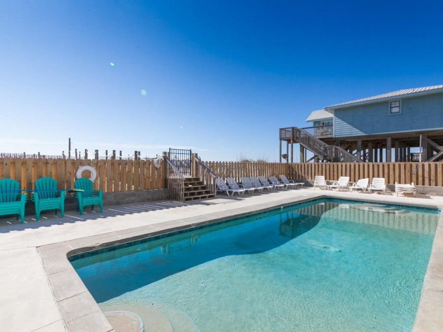 Pool of Gulf Shores vacation rental on the beach