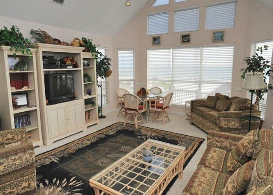 Classic and comfortable living room in our gulf shores vacation rentals